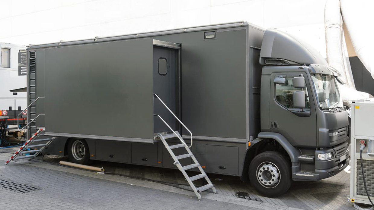 12-CAMERA DOUBLE EXPANDER HD 3G OB TRUCK - Image #1