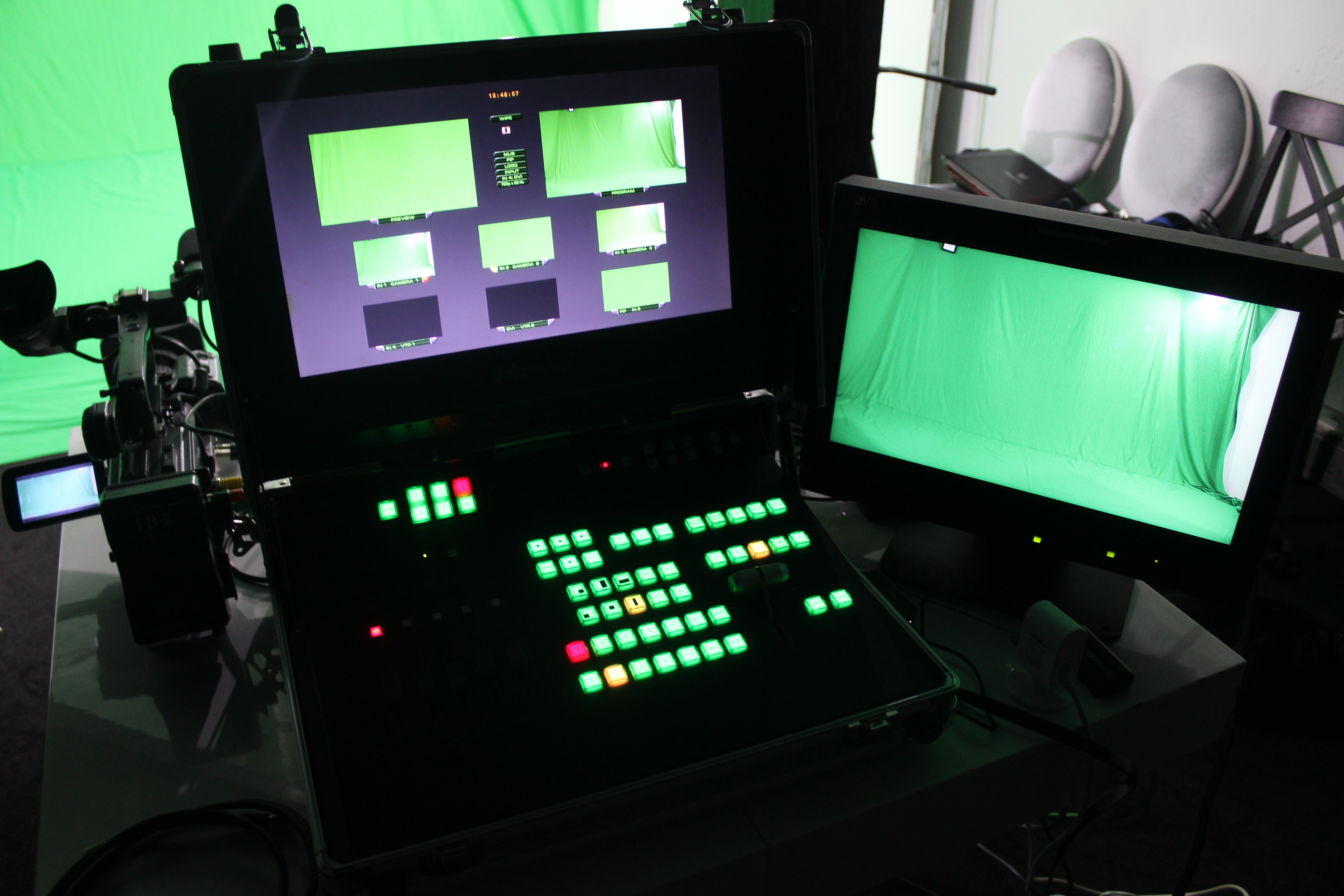 STUDIO MOBILE COMPLETE WITH 3 CAMERAS JVC HD KIT STREAMING OPERATIONNEL DIRECTLY - Image #1
