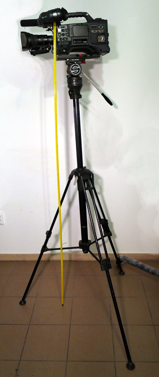 Sachtler Hot Pod tripod - Sachtler Panorama 3 x 3 Sachtler pneumatic Tripod very high - Camera lens on 2 metar high - Image #1