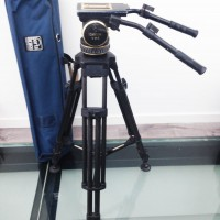 Carbon fiber tripod with mid-spreader,2 pan-arm handles and bag - 3 months warranty